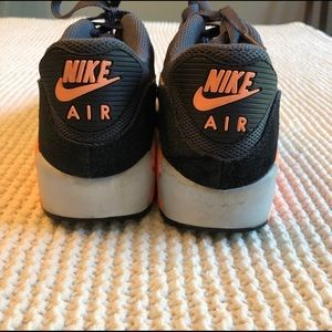 Nike Shoes - Gently Worn Nike Air Max